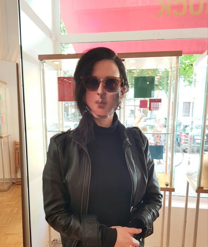 BETTINA MEYER macht SCHMUCK: Maske getragen